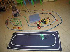 pista automobiline con nastro adesivo colorato