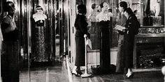 """""""Mademoiselle Privé"""" : immersion aux sources de Chanel, à Londres Ici, l'exposition """"Bijoux de Diamants"""" de 1932 photographiée pour le Vogue Paris en janvier 1933"""