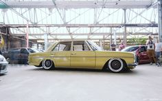 Mercedes We like odd choices for cruisers, customs or hot rods. Speedhunters never fails to deliver. Mercedes 230, Mercedes W114, Mercedes E Class, Classic Mercedes, Mercedes Benz Cars, Daimler Benz, Classy Cars, Maybach, Custom Cars