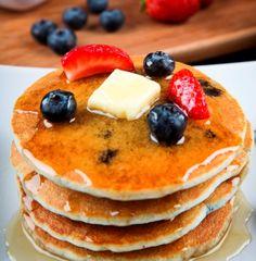 Clatite vegane, pentru un mic dejun de rasfat Something Sweet, Pancakes, Deserts, Veggies, Sweets, Breakfast, Tarts, Drinks, Food