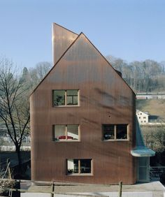 jomini & zimmermann Faraday house . Bern Wood Architecture, Minimalist Architecture, Architecture Details, Wooden Facade, Unusual Homes, Building Exterior, Facade Design, Couture Trends, Skylights