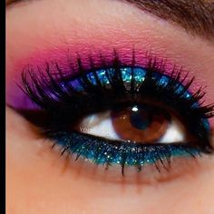 These are some gorgeous eyes. Beautiful eye make-up: Blue, pink & purple eyeshadow, black & blue eyeliner, and mascara. Cute Makeup, Pretty Makeup, Makeup Looks, Hair Makeup, Awesome Makeup, Glam Makeup, Makeup Quiz, Gothic Makeup, Stunning Makeup
