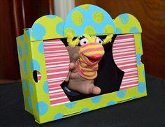 Hace tiempo les mostramos como hacer un teatro de marionetas elaborado, hoy le vamos a mostrar como hacer uno mas sencillo y solo vamos a necesitar una caja de zapatos, por supuesto tambien tenemos como hacer titeres de dedos para que tengas todo lo que necesites para divertirte junto a tus niños. Sigue leyendo esta manualidad para aprender Como hacer un teatro para titeres.