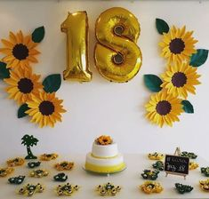 Paper Flowers: 50 Inspirations and Steps to Use in Flower Decoration - birthday - Planejamento de Eventos Sunflower Birthday Parties, Sunflower Party, Yellow Birthday, 18th Birthday Party, Birthday Party Decorations, Paper Flowers, First Birthdays, Party Time, Marie