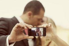 IPhone Wedding - 50 Creative Ideas of Wedding Photography Gangster Wedding, Wedding Humor, Creative Wedding Photography, Love Photography, Rainy Wedding, Wedding Day, Green Wedding, Wedding Dreams, Wedding Tips