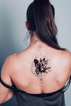 Tattoos the back the new fashion look street style Tattoo Girls, Cool Tattoos For Girls, Girl Back Tattoos, Tattoos For Women Half Sleeve, Bff Tattoos, Back Tattoo Women, Best Sleeve Tattoos, Tattoos For Daughters, Fake Tattoos