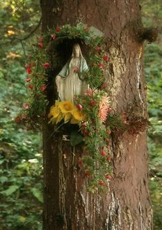 This lovely Mary nook would be a fun project for children to create, especially during Mary's Month of May.