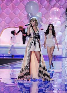 The Most Amazing Photos From The Victoria's Secret Fashion Show!