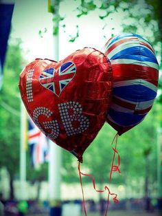 """Union Jack  (crabby old lady says """"Don't buy Mylar balloons...the are hell on birds)"""