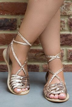 d3f685f58008d1 sandalias trenzadas doradas Flat Sandals