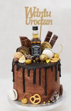 Czekoladowo - śliwkowy drip cake z whisky Alcohol Birthday Cake, Birthday Cake For Father, Alcohol Cake, Birthday Cakes For Men, Fathers Day Cake, Festa Jack Daniels, Jack Daniels Cake, Choc Drip Cake, Cakes For Teenagers