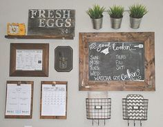 Home Command Center: DIY deco concept to fall in love with Command Center Kitchen, Family Command Center, Memo Boards, Chalk Board, Comand Center, Wall Organization, Calendar Organization, Getting Organized, Home Projects