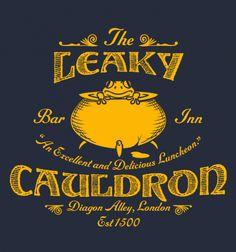 The Leaky Cauldron Bar and Inn T-Shirt - Harry Potter T-Shirt Harry Potter Shirts, Harry Potter Decor, Harry Potter Hogwarts, Harry Potter World, Harry Potter Halloween, Harry Potter Christmas, Harry Potter Birthday, Halloween 2, Magia Harry Potter