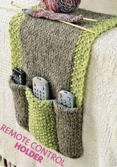 Free knitting pattern for Remote Control Holder Free knitting instructions for remote control holders Source. Loom Knitting Projects, Loom Knitting Patterns, Easy Knitting, Knitting Stitches, Knitting Yarn, Knitting Needles, Crochet Projects, Crochet Patterns, Knitting Tutorials