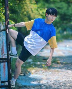 we life is good Asian Boys, Asian Men, Lee Euiwoong, Justin Huang, Look Magazine, Produce 101 Season 2, Yuehua Entertainment, Kpop, Beautiful Moments