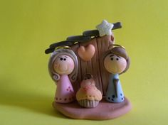 Nativity scene made entirely by hand. Too beautiful! An unforgettable memory, a unique and exclusive piece. Polymer Clay Ornaments, Sculpey Clay, Cute Polymer Clay, Cute Clay, Polymer Clay Projects, Polymer Clay Charms, Nativity Crafts, Christmas Nativity, Christmas Crafts