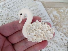 Купить Лебедь брошь - белый, лебедь, брошь, брошь лебедь, лебедь брошь, украшение лебедь