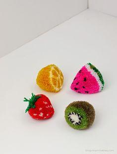 ARTE COM QUIANE - Paps,Moldes,E.V.A,Feltro,Costuras,Fofuchas 3D: passo a passo morango pompom de lã