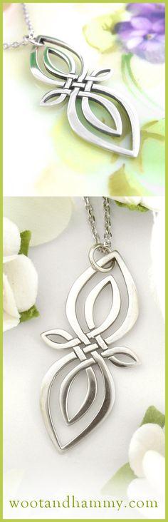 Vertical Four Point Celtic Knot Necklace Celtic Infinity Knot, Celtic Knot Necklace, Infinity Symbol, Celtic Patterns, Celtic Designs, Wire Jewelry, Jewelry Crafts, Celtic Shamrock, Shamrock Tattoos