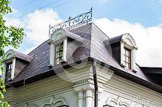 Красивая крыша металла на доме XIX века