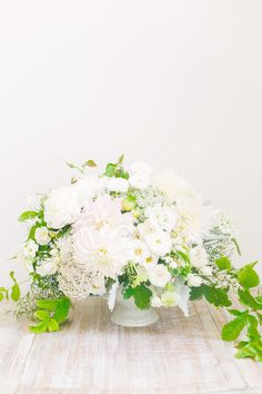 Beautifully fresh white and green floral arrangement #wedding #centerpiece