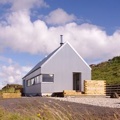 Rural Design has completed a holiday home on Scotland's Isle of Skye, featuring corrugated aluminium walls that reference local sheds Design Simples, Agricultural Buildings, Tin House, Rural House, Modern Aesthetics, Shed Homes, Corrugated Metal, Modern Architecture, Residential Architecture
