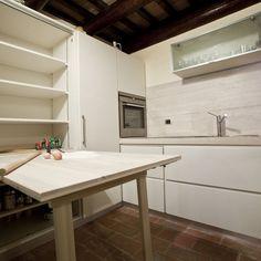 #Cucina in frassino spazzolato laccato progettata e realizzata da #Bussi Falegnameria.