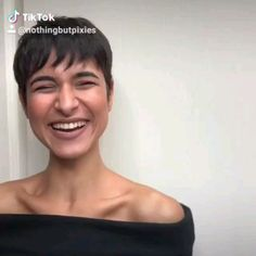 How to style the Pixie cut? Despite what we think of short cuts , it is possible to play with his hair and to style his Pixie cut as he pleases. Short Pixie Haircuts, Pixie Hairstyles, Short Haircut, Hairstyles With Bangs, Short Punk Hairstyles, Super Short Hair, Short Hair With Bangs, Short Hair Cuts For Women, Pixie Cut With Bangs