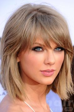 Taylor Swift Haircuts - Taylor Swift's Signature Hairstyles