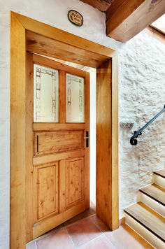 Chalupa v horských lukách Farmhouse Interior, Wood Doors, Shutters, Entrance, House Plans, Entryway, Woodworking, Cottage, Windows