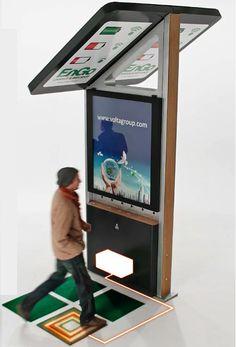 無料充電ステーション広告サイネージ