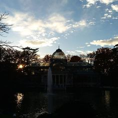 A peaceful place I highly recommend visiting. Peaceful Places, Crystal Palace, Big Ben, Madrid, Tourism, My Photos, Instagram Posts, Pictures, Photography