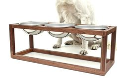 He encontrado este interesante anuncio de Etsy en https://www.etsy.com/es/listing/219625940/modern-wood-dog-bowl-holder-three-bowl