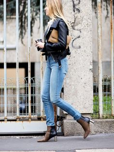 Selby Drummond, senior accessories editor at Vogue wears a collared shirt, skinny jeans, a leather jacket, and ankle boots