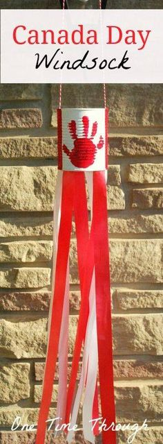 Day National Flag Windsock Craft Canada Day Windsock - this would be easy to convert for different countries!Canada Day Windsock - this would be easy to convert for different countries! Summer Crafts, Holiday Crafts, Fun Crafts, Crafts For Kids, Daycare Crafts, Toddler Crafts, Infant Crafts, Canada Day Windsock, Canada For Kids