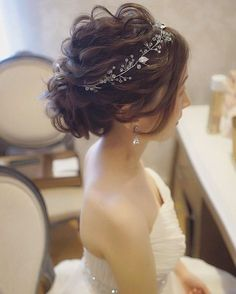 hair to side hair flowers hair stylist near me hair styles for medium hair hair for short hair hair styles wedding hair dos hair and makeup near me Best Wedding Hairstyles, Bride Hairstyles, Hairstyle Ideas, Short Hair Cuts For Women, Short Hair Styles, Wedding Hair And Makeup, Hair Makeup, Hair Wedding, Wedding Bride