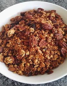 Banting Muesli - This healthy Banting muesli recipe also provides you with a great Banting granola snack or as a low-carb cereal with milk. Banting Breakfast, Low Carb Breakfast, Best Breakfast, Breakfast Recipes, Breakfast Ideas, Paleo Muesli, Muesli Recipe, Banting Desserts, Banting Recipes