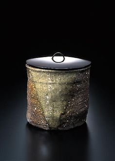 Water Jar, Shigaraki, 16th century (This style of water container is used in the ceremony to old the cold water)