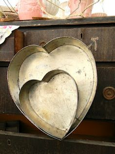 A heart tin....  I use to have one of these... sure hope I didn't throw it away...    :(
