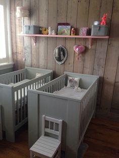steigerhouten planken achter de commode voor de stoere babykamer, Deco ideeën