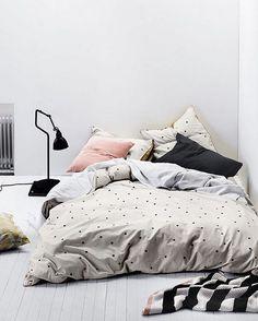 • hoje tá difícil! chuvinha e frio lá fora.. o jeito é.. certa resposta!! Rsrsrs •• via eclecticool #apto41inspira #apto41bedroom #bedroom #coldoutside #cold