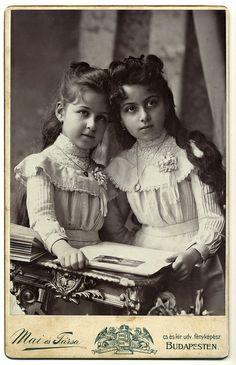 Matches the vintage Gunne Saxe dress+~+~ Antique Photograph ~+~+ Exquisite portrait of two sisters. Vintage Children Photos, Vintage Girls, Vintage Pictures, Old Pictures, Vintage Images, Old Photos, Vintage Posters, Victorian Photos, Antique Photos