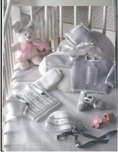 Archivo de álbumes - KATIA N°3 Knitting For Kids, Baby Knitting, Catalogue Katia, Baby Boy Outfits, Kids Outfits, Baby Barn, Little Boy Fashion, Crochet Baby Booties, Baby Socks