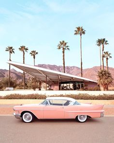 🌴Dreaming of that Palm Springs life! 🌴 Amazing photo of the old Tramway Gas Station, now Palm Springs Visitor Centre, by Mid Century Modern Bedroom, Mid Century House, Mid Century Modern Design, Modern House Design, Mid Century Modern Houses, Mid Century Modern Colors, Mid Century Wall Art, Architecture Design, Ancient Architecture