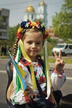Flower Head Wreaths, Folk Fashion, Folk Costume, My Heritage, Very Lovely, Beautiful Children, Beauty Women, Life Is Good, Flowers