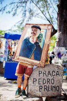 Que tal homenagear o holandês Van Gogh nesse carnaval? Um quadro para colocar a cabeça e roupas de época - só não esquece da orelha cortada!
