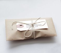 Simple gift wrapping idea (also business packaging idea) - plain Kraft wrapping paper finished in plain bakers twine and a gift tag made from an old shipping tag Paper Packaging, Pretty Packaging, Jewelry Packaging, Gift Packaging, Packaging Ideas, Simple Packaging, Packaging Design, Creative Gift Wrapping, Present Wrapping
