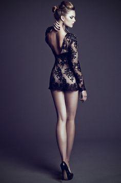 Lace open back dress, soooooo pretty!