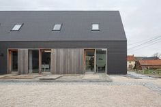 eternit lei - Google zoeken Contemporary Barn, Modern Barn, Beautiful Architecture, Architecture Design, Isolation Facade, Villa, Interesting Buildings, Small House Design, Wooden House