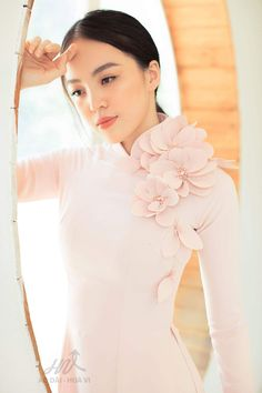 Ao Dai Vietnam, Indian Designer Outfits, Palm Springs, Light In The Dark, Look, Evening Dresses, Dressing, Ruffle Blouse, Design Styles